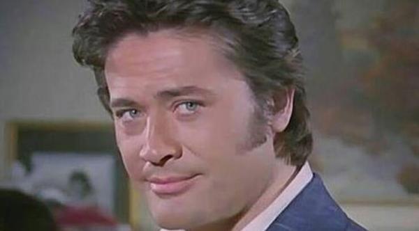 Продюсер, режиссёр, сценарист и актёр – Джунейт Аркын (журнал Hey, 7 марта 1977 год)