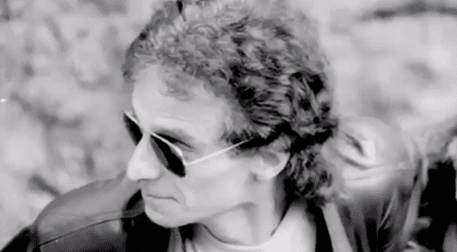 Mehmet Sertan Ünver'in ele aldığı konuyu hakkıyla aktarabildiği belgesel Blue, şu an hayatta olmayan iki elemanının hikayesiyle beraber grubun, '90'ların hikayesini anlatıyor.