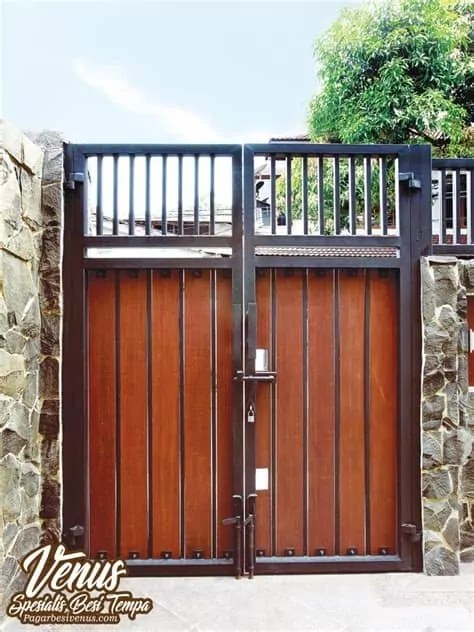 gambar contoh model pagar rumah minimalis harga kayu