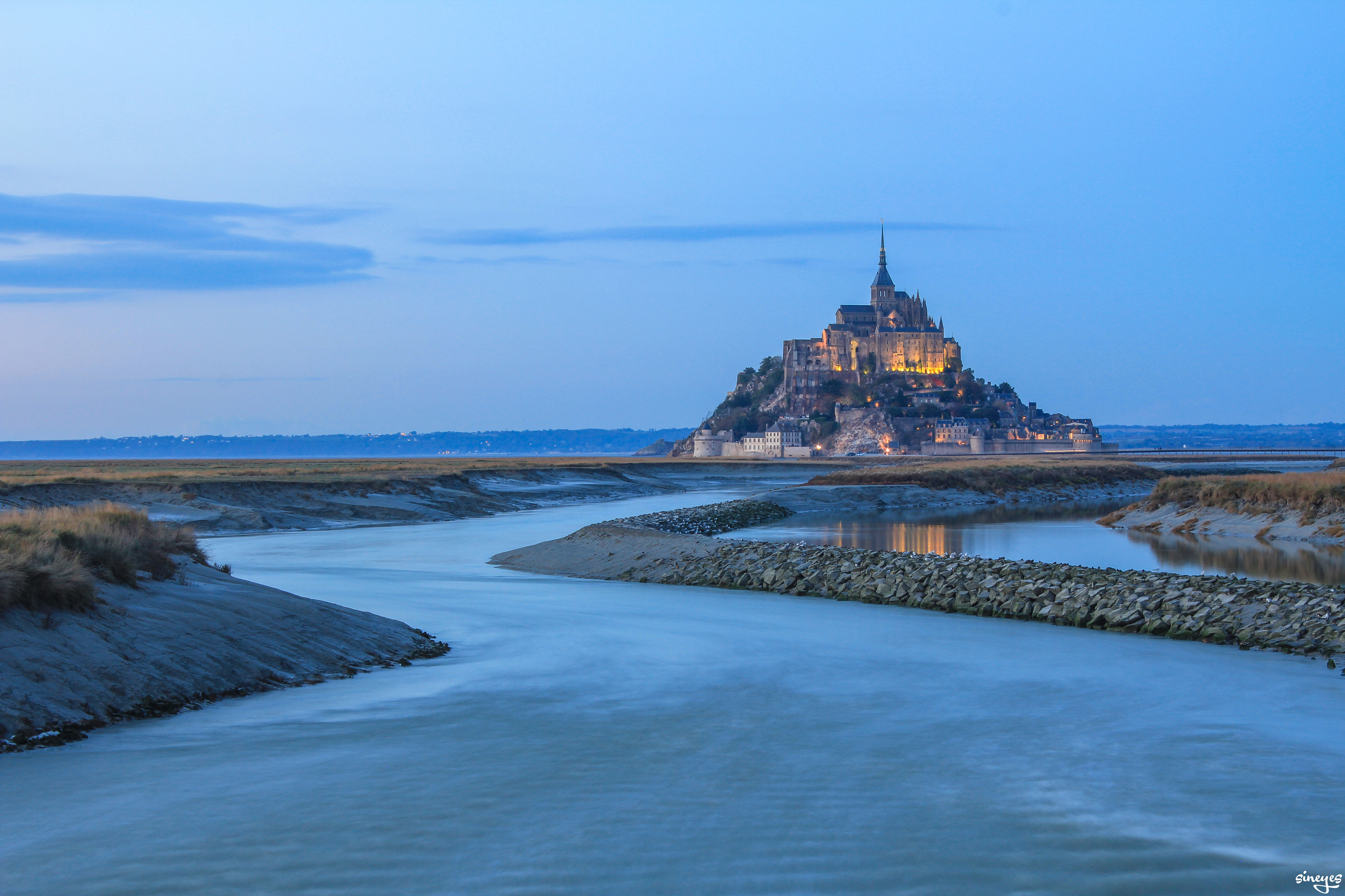 Surrounded by water - Mont-Saint-Michel by sineyes