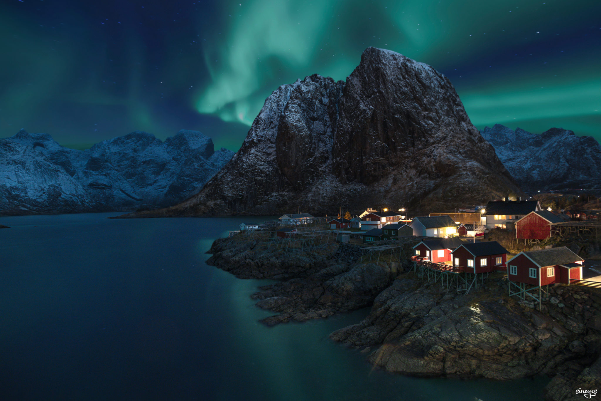 Nuit - Hamnoy, Norvège by sineyes