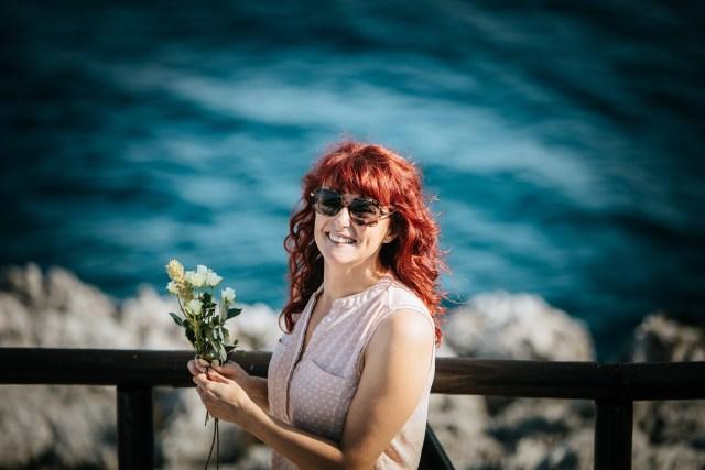 Barbara is preapring a ceeremony decoration on amalfi coast