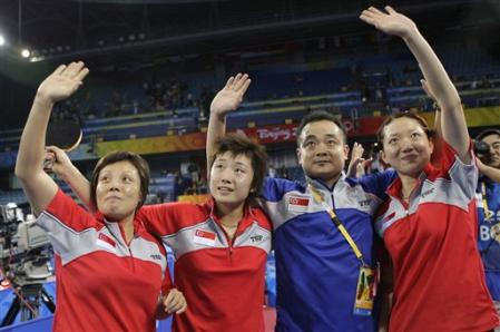 National coach Liu Guodong and the Singapore women's team at the Beijijg Olympics. Picture taken from uk.eurosport.yahoo.com
