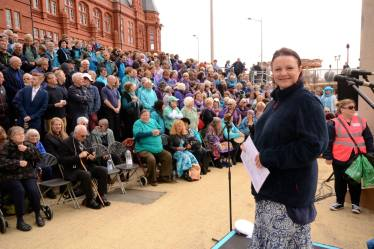 Sing for Water Cardiff 2015 - Sue Ellar and massed choir right hand side before the performance