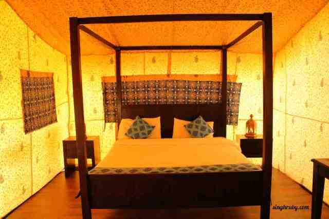 Kings bed at the tent at Festa De Diu