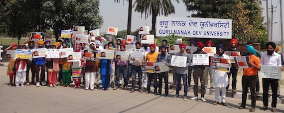 gndu-protest-nanak-shah-fakir
