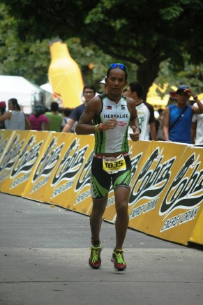 Saucony-sponsored Team Herbalife member at the homestretch to the finish line.