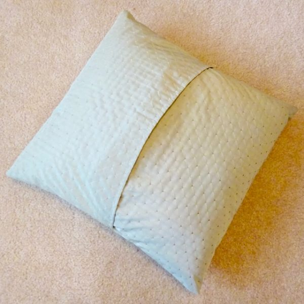 removable throw pillow cover on a pillow form