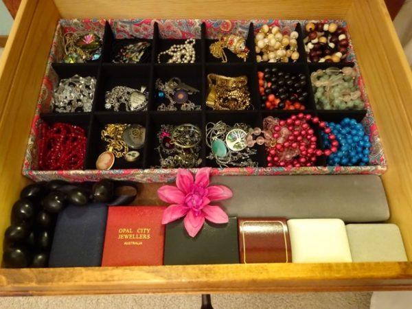 Jewelry storage drawer