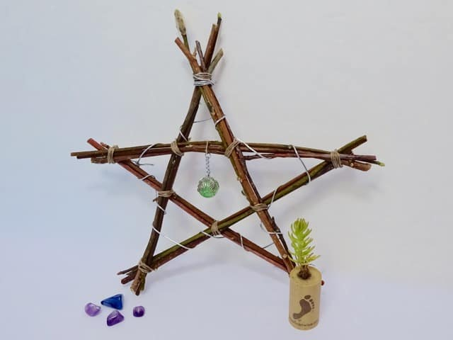 How to make a rustic star out of twigs