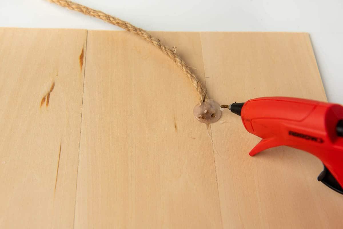 Hot glueing jute cord