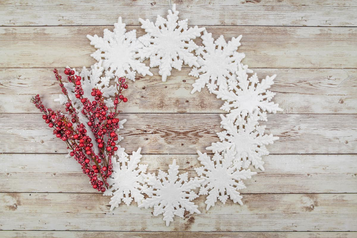 diy snowflake wreath with red berries