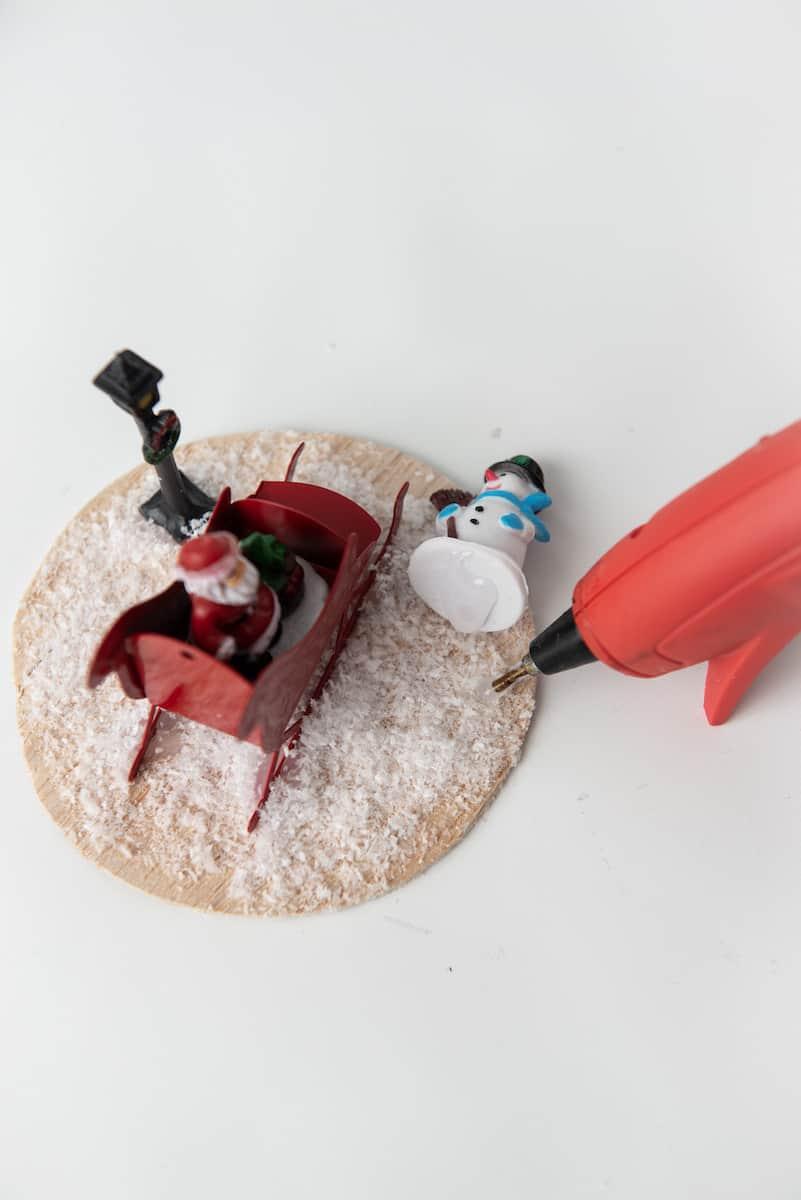 Christmas Figurines on Wood Craft Circle