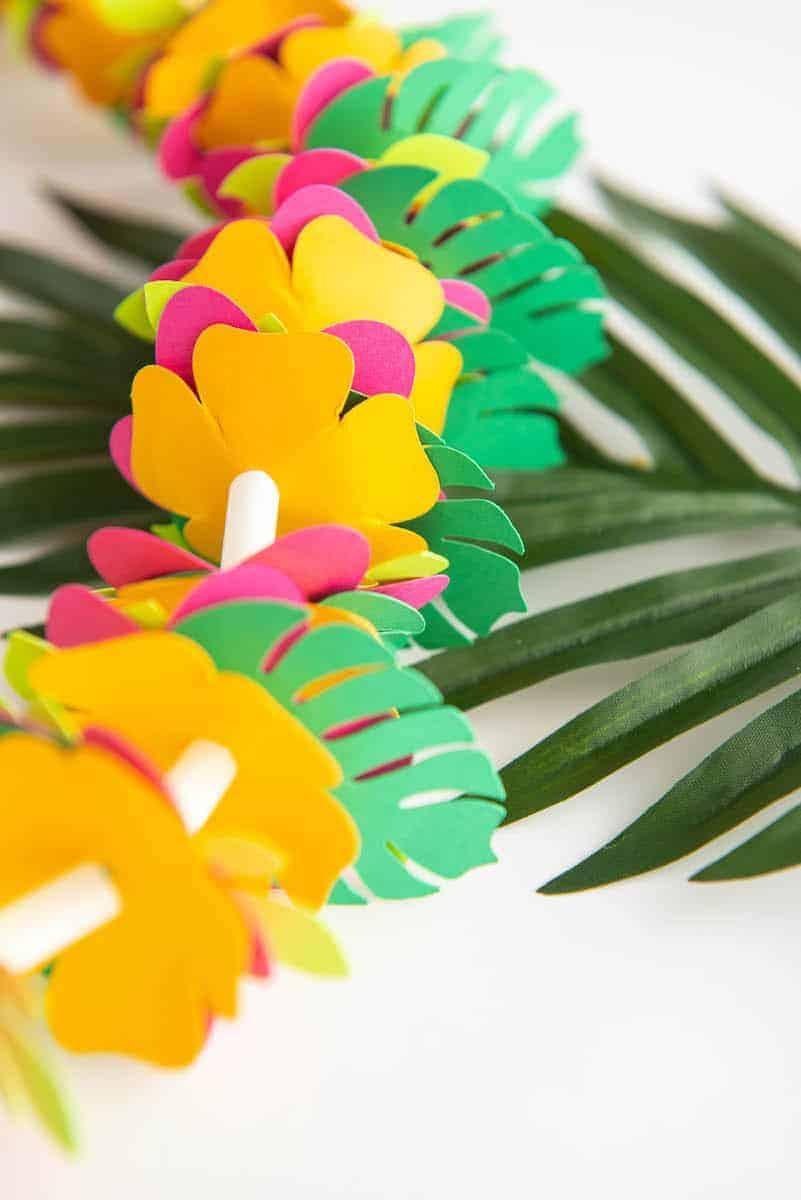 Paper Hawaiian flower Lei Craft