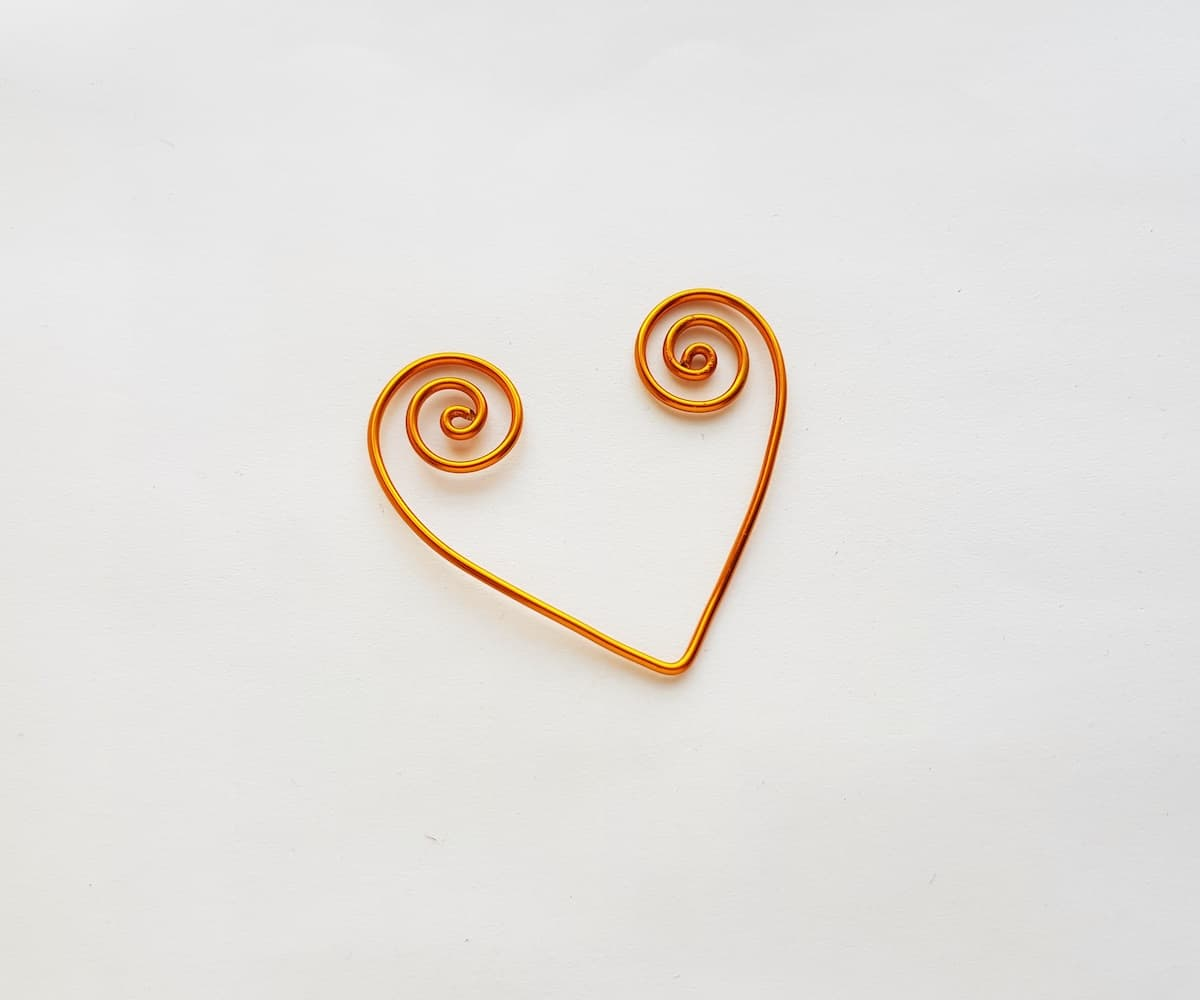 Heart bookmark made of wire
