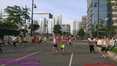 Robinsons Supermarket's 7th Fit and Fun Wellness Buddy Run 10k runners
