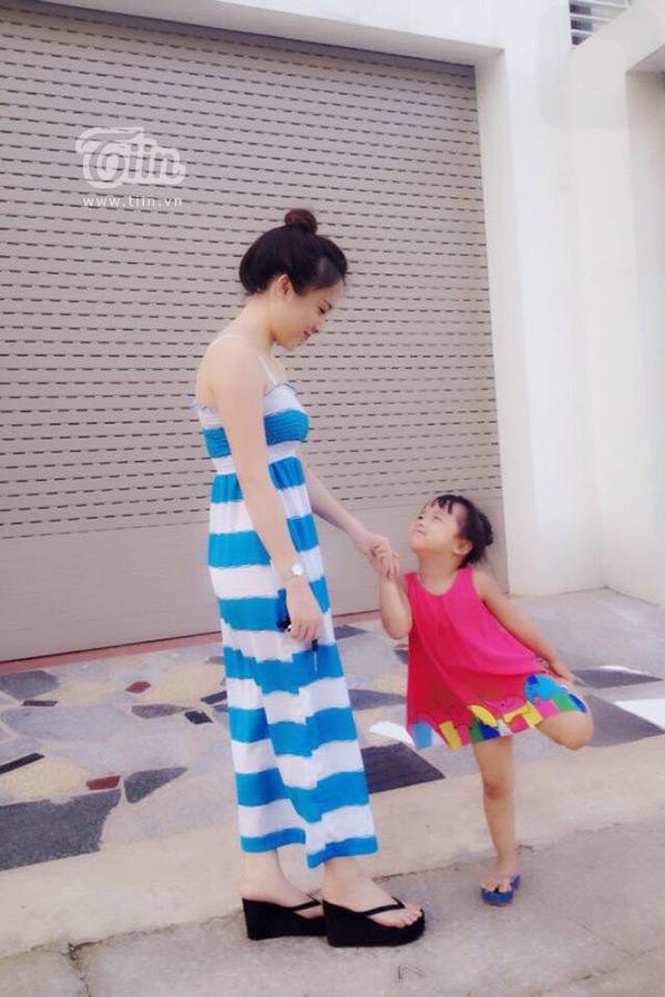 Với Oanh, hạnh phúc lớn nhất là nhìn thấy con gái khôn lớn từng ngày.