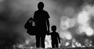 mẹ và con bị đuổi khỏi nhà