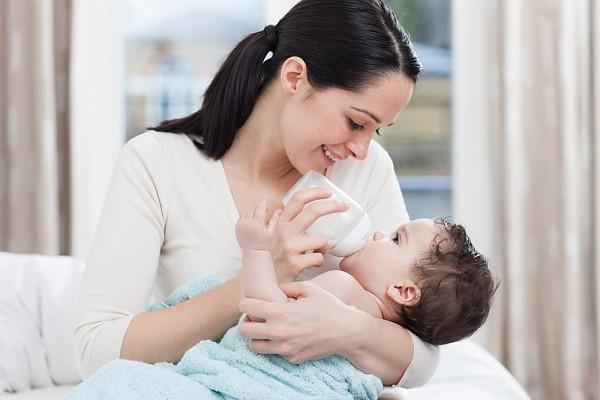 Những điều mẹ cần biết về sữa bột