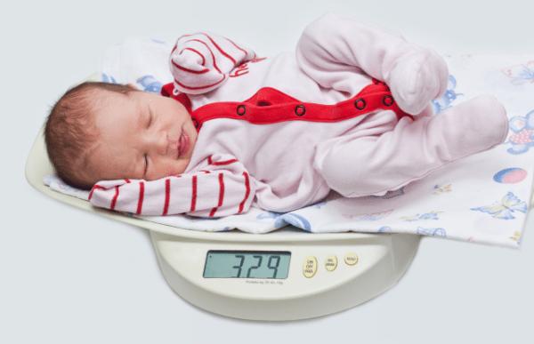 Chuẩn chiều cao cân nặng của trẻ trong 12 tháng đầu đời.