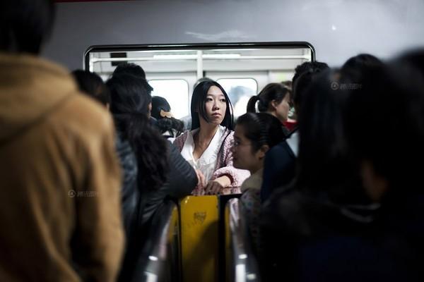 He Chu Qiao, một cô gái đội tuổi đôi mươi nhưng lại độc thân một khoảng thời gian dài