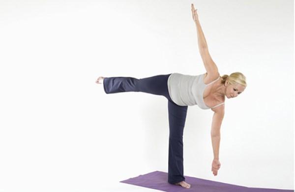 các bài tập yoga tại nhà giúp vòng 3 tròn chắc