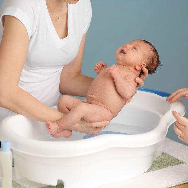 Bí quyết giúp mẹ tắm cho trẻ sơ sinh vào mùa đông an toàn