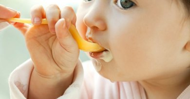 Bổ sung thức ăn cho bé trong thời kỳ ăn dặm