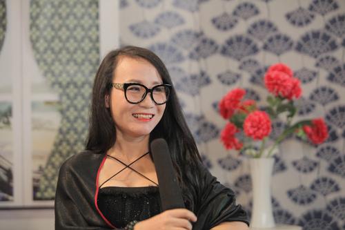 Chân dung nữ tác giả Hoàng Thư.