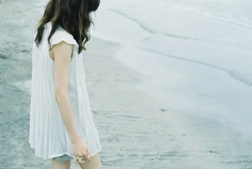 Anh cứ lưỡng lự nên lâu dần tình cảm trong em cũng nhạt dần