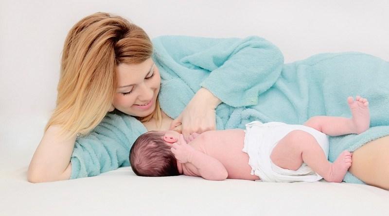 Tại sao mẹ thường bị mất sữa sau sinh mổ?