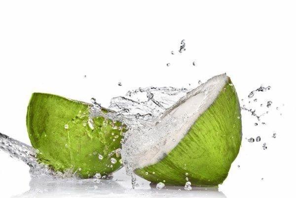 Có nên tắm cho trẻ sơ sinh bằng nước dừa?