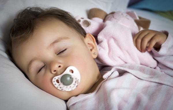 Núm vú giả loại nào tốt cho trẻ sơ sinh