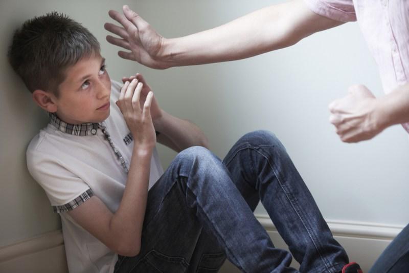 Đánh trẻ có lợi hay có hại