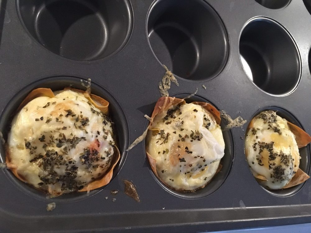 baked eggs in wonton wrappers