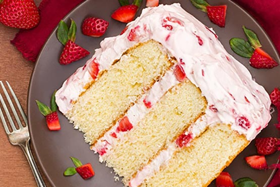 Recipes with whipping cream . Fresh Strawberry Cake
