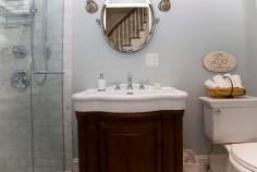 1009 Bloomfield St - bath