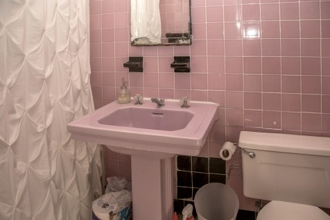 917 Washington St #3 - bathroom