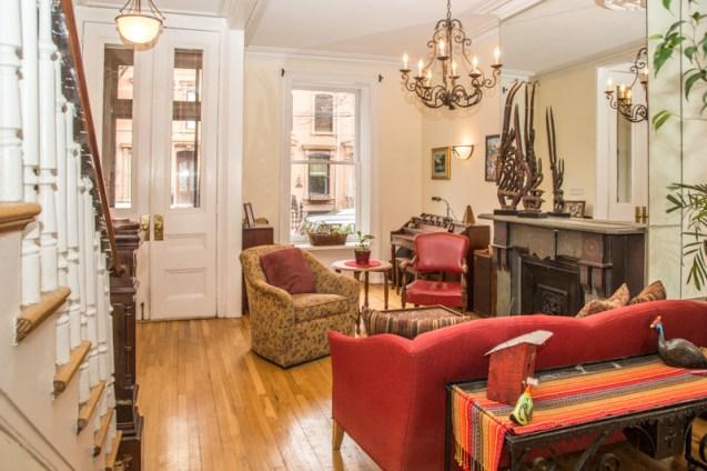 1212 Garden St - living room