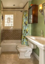 209 8th St #1 - bathroom 2