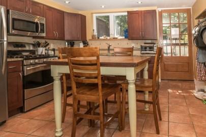 209 8th St #1 - kitchen