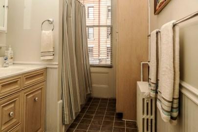 825 Willow Ave - bathroom 2