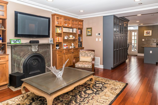 825 Willow Ave - living room 3