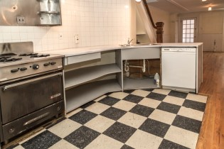 160 9th St - kitchen