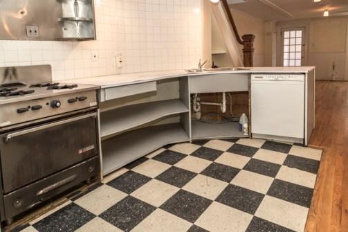 160 9th St - kitchen