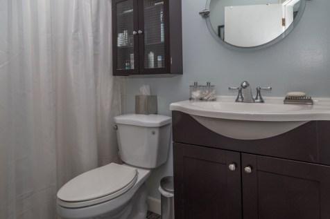 1114 Bloomfield St - Apt. 1 bathroom