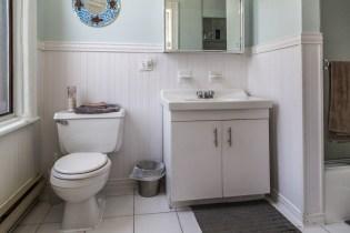 1114 Bloomfield St - Apt. 2 bathroom