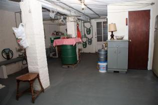 1114 Bloomfield St - basement