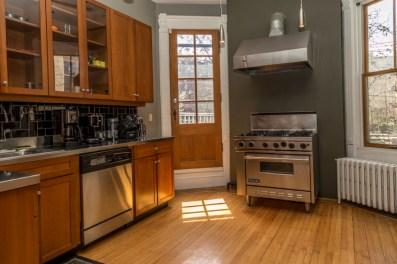 161 10th St - kitchen