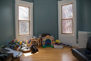 161 10th St - playroom
